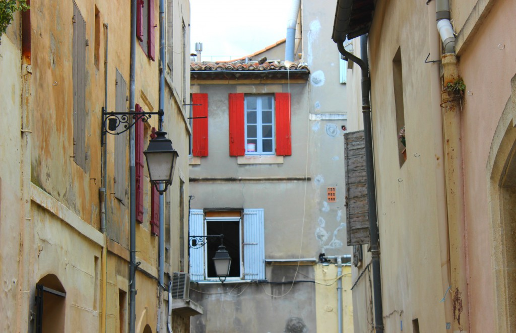 Finestre colorate, Arles